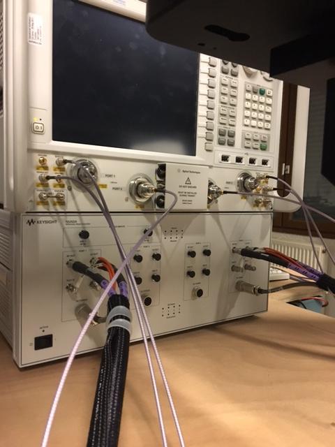 PNA-X 4 ports Agilent N5247A (10 MHz-67 GHz) + Contrôleur  Agilent 4 ports N5262A et 2 têtes millimétriques OML N5250CX10-L20 et -R20 permettant des mesures 2 ports large bande jusqu'à 110 GHz
